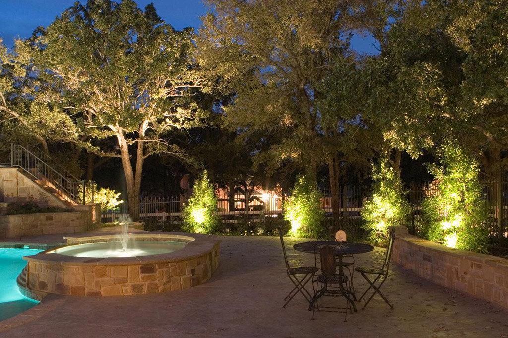Avico light & energy illuminazione led per parchi e giardini a roma